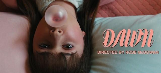 "Kurzfilmtipp: Rose McGowans Regiedebüt ""Dawn"" – wie David Lynch in Sorbet"